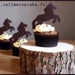 Cupcakes thème équitation chocolat glaçage vanille cheval figurine en chocolat