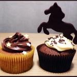 Cupcakes thème équitation chocolat glaçage vanille cheval figurine en chocolat Cupcakes banane vanille nutella