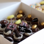 Cupcakes anniversaire thème Pirates drapeau Pirates oreo