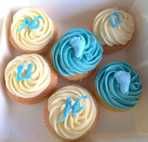 cupcakes th me b b bleus et blancs pour la baby shower du. Black Bedroom Furniture Sets. Home Design Ideas
