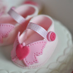 Baby shower cake chaussons fille (16)b