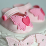Baby shower cake chaussons fille (2)b