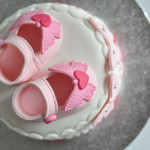 Baby shower cake chaussons fille (4)b